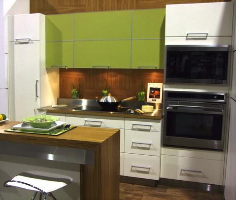 Cocina moderna con color verde claro