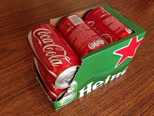 Coloca las latas en el interior