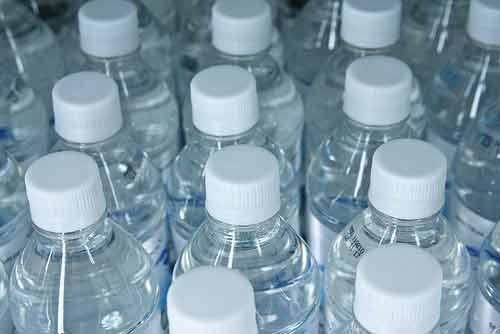 Bebe suficiente agua