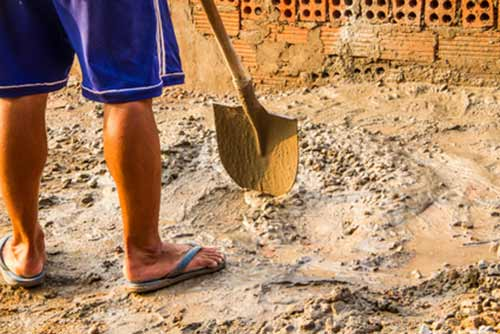 Usa tu pala para mezclar el cemento