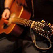 Cómo afinar una guitarra sin usar un afinador electrónico