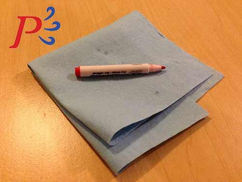 Coloca los marcadores mojados sobre una toalla.