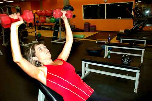 Haz fuerza con los músculos del pecho