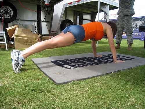 Los ejercicios para aumentar el pecho en 1 dimensión