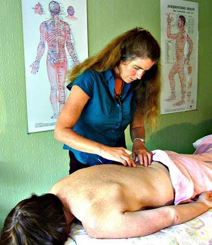 Consigue una cita para un masaje con aceite caliente