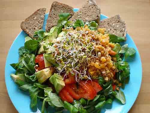 Incluye alimentos alcalinos en la mayor parte de tu dieta.