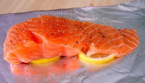 Consume al menos 12 onzas de salmón