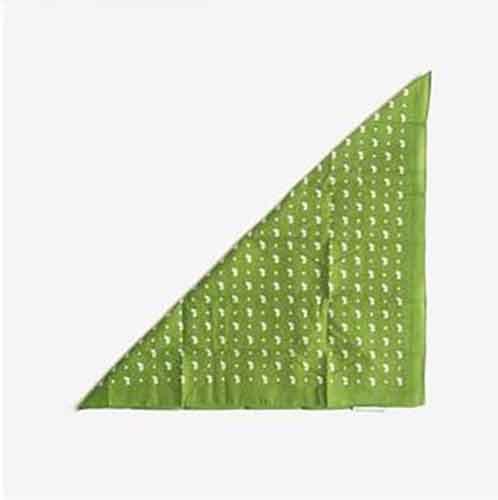 Dobla la bandana en un triángulo