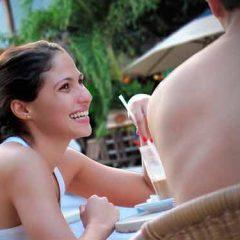 Cómo saber si tu amiga quiere una relación romántica