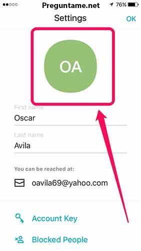 Haz clic en el círculo verde que tiene tus iniciales